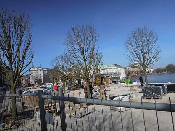 Bäume werden am Hamburger Jungfernstieg gepflanzt