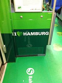 Innenansicht einer grün beklebten S-Bahn in Hamburg 2011