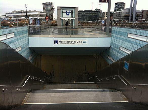 Eingang U4-Station Überseequartier